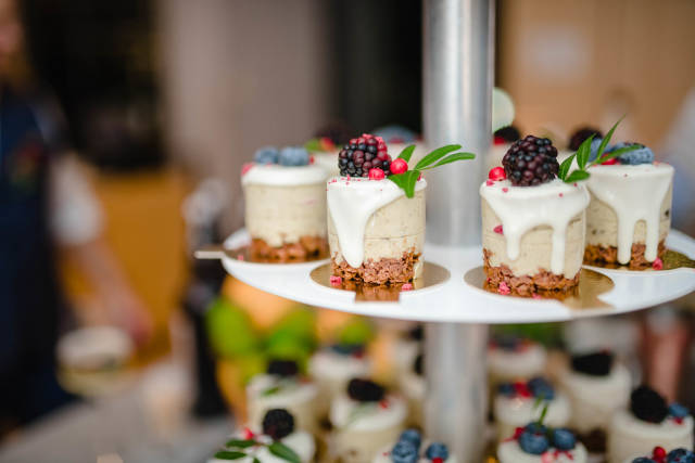 Little Wedding Cream Cheese Cakes With Blackberries