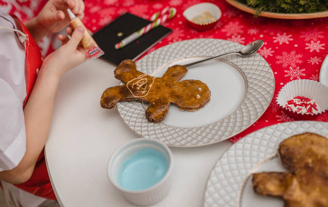 Gingerbread Decorating With Glaze On Christmas Event