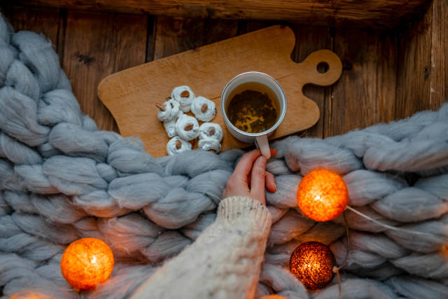 Holding Warm Green Tea With Meringues Beze Cookies On Rustic Set.jpg