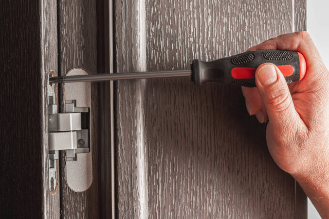 Installing and fixing furniture hinges with a screwdriver