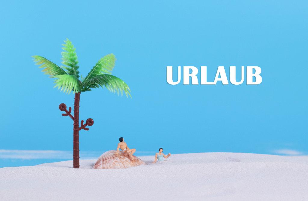 Couple at sandy beach and Urlaub text