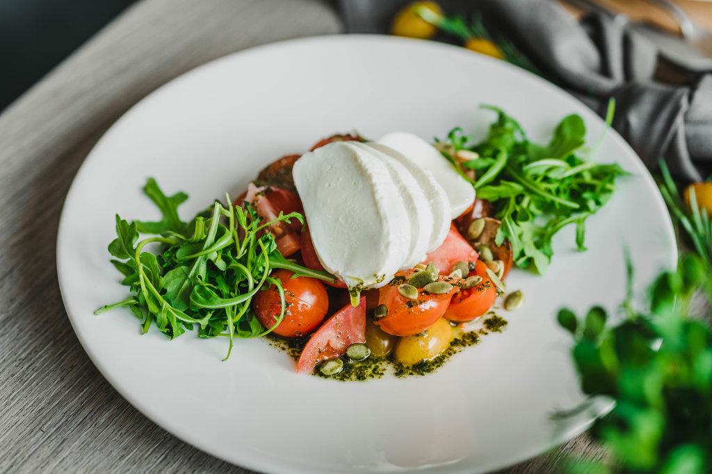 Mocarella Salad With Rucola
