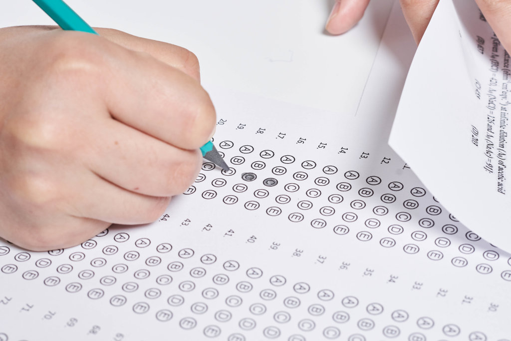 A student taking Multiple choice test on Chemistry