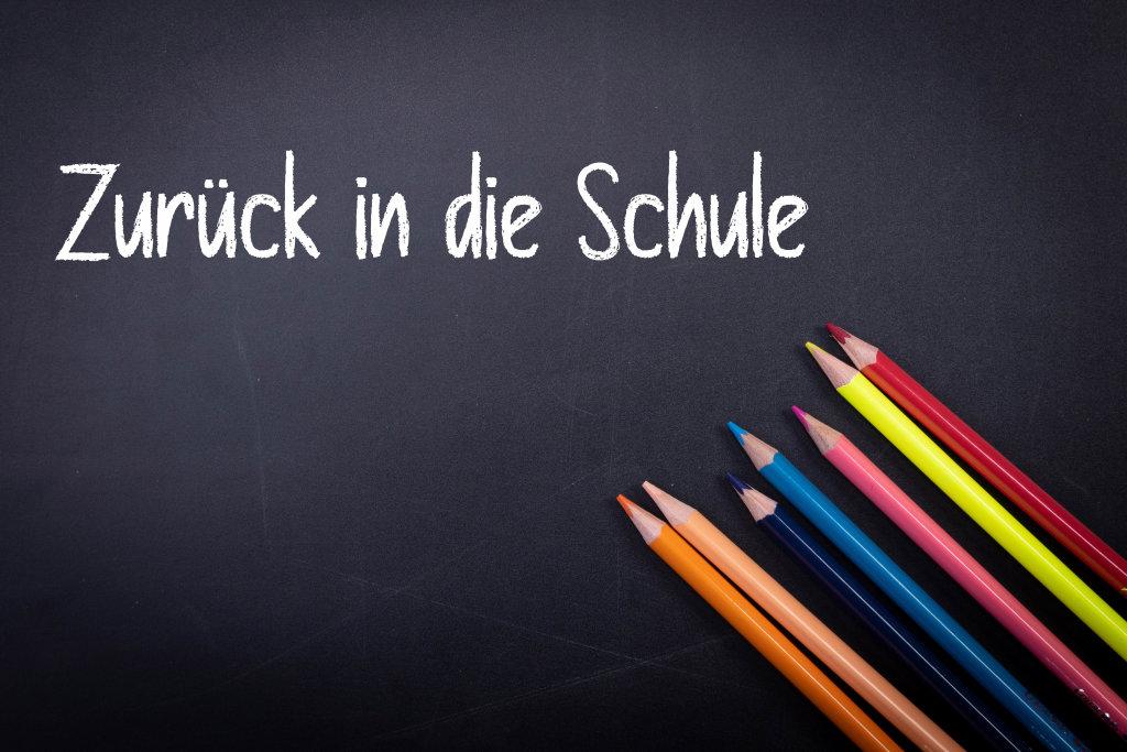 Zurück in die Schule text on blackboard