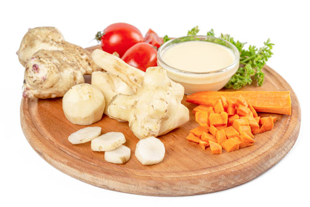 Raw ingredients for making a healthy vegetable dish