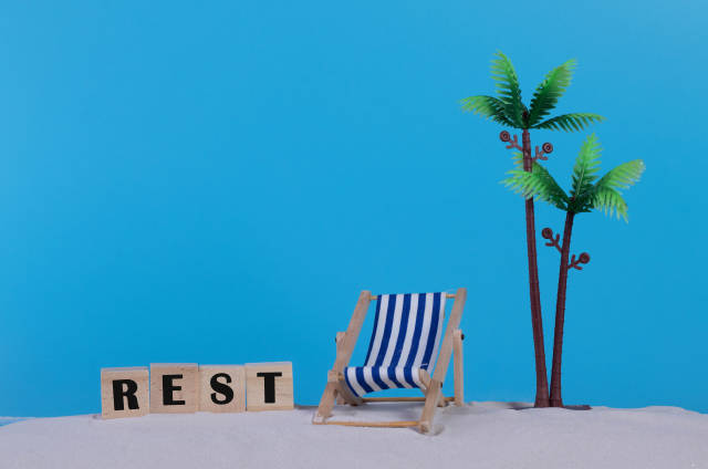 Beach chair and wooden blocks with Rest text