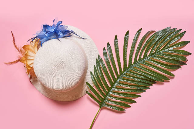 Tropical leaf and females summer hat