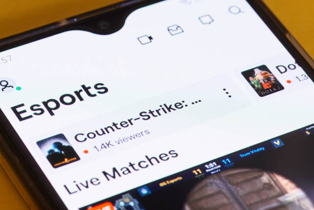 Browsing esports game video streaming channels on Twitch mobile application