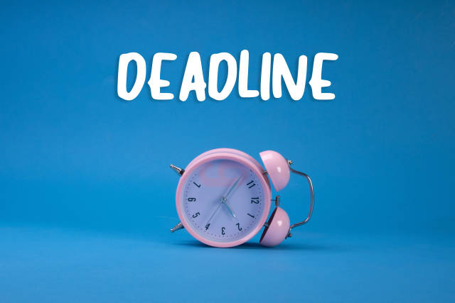 Alarm clock with Deadline text on blue background