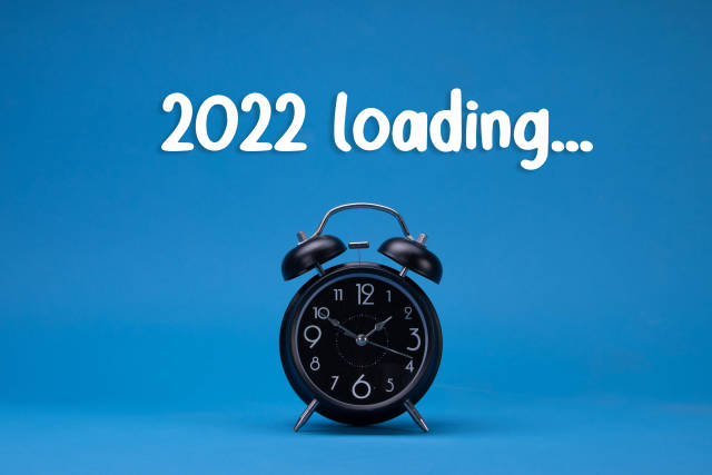 Alarm clock with 2022 Loading text on blue background