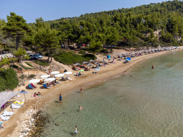 Chrisi Milia: the only small sandy beach on Alonissos. Narrow beach with two rows of parasols
