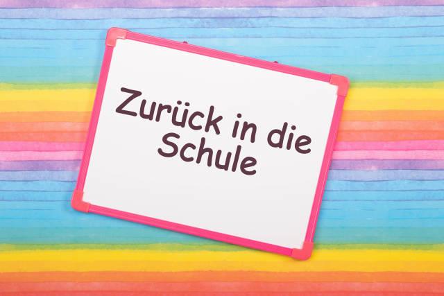 White board with Zurück in die Schule text