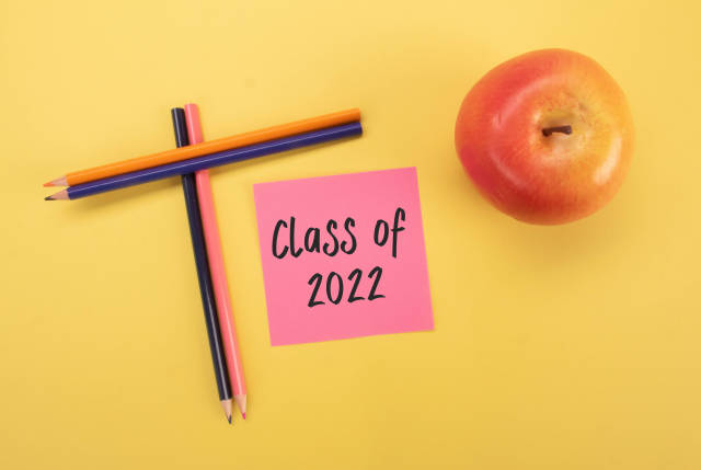 Colored pencils and apple with Class of 2022 text