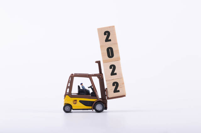 Forklift with wooden block and 2022 text