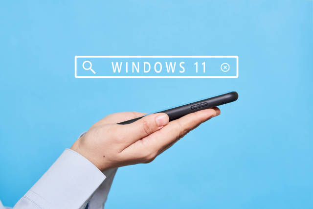 A person searching information about features of new Windows 11
